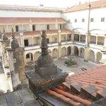Vista do telhado para o pátio interno do convento