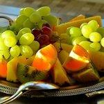 Obst auf dem reichhaltigen köstlichen Frühstücksbuffet