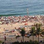 Vue de la piscine sur la plage d'Ipanema