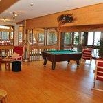 le salon bar-billard -cheminée