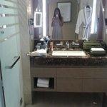 Bathroom with Bathtab / Hair dry / Body lotion smell of lemon glass / shower gel / Tootbrush / R