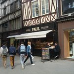Nearby Boulagerie/Bakery Paul