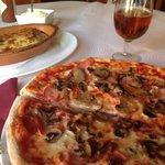 De las mejores pizzas de la costa del sol. Y todas las semanas hacen menús con especialidades fu