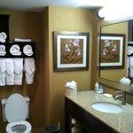 Room 212, Bathroom