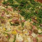 Pizza portuguesa e salviana maravilhosa! Massa caseira, deliciosa! Ambiente agradabilíssimo, com