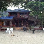 Yai Bar, Just a short walk down the beach