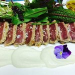 Sashimi de atún rojo con ajoblanco