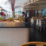 restoran dengan desain tropical