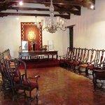Sala Capitular con sillones encadenados.