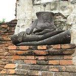 首のない仏像