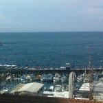 Вид на море, открывающийся с террасы