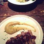 risotto de setas y gorgonzola  y secreto iberico con compota de manzana