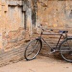 จักรยานคันเก่ากับมุมหนึ่งของ Ananda Ok Kyaung