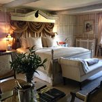 The Queen of The Cotswolds Suite