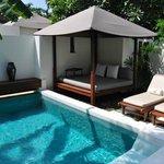 Sala-Pool-Villa
