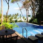Privater Pool mit Aussicht auf den Strand