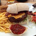 10oz burger. Good salsa.
