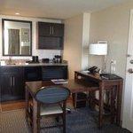 Bar and desk area (King studio suite)