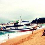 На таких корабликах можно доплыть например в соседнюю Тосса-де-Мар