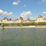 Vista general del Chateau desde el parque