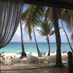 vue du restaurant de plage réservé à la formule privilège