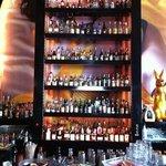 Flaschenpaternoster an der Bar