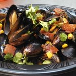 Lager steamed mussels