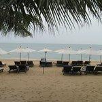 Пляж отеля.