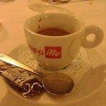 Carinissimi centrini che accompagnano il caffè