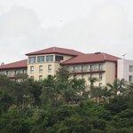 El hotel desde el Rio