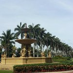 fountain in front - palm beach!