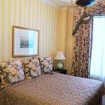 Room 368 Guestroom