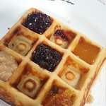 Waffle com geleias diversas