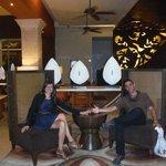en el lobby del palace de luxe