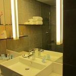 Bathroom, Novotel Nathan Rd