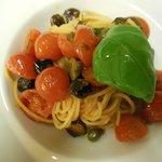 Pasta pomodorini capperi e olive taggiasche