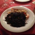 Fideuà nera con aragostina e gambero