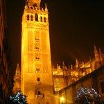 Il minareto  o Giralda di notte