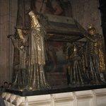 monumento a cristoforo colombo visto di fianco