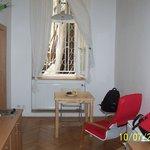 Asma katlı odanın alt katında arka avluya bakan pencere