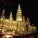 Rathaus mit Christkindlmarkt