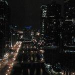 Vistas de noche desde la habitación en la planta 36