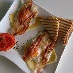 Simple breakfast: Ham & eggs