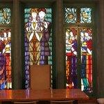 glas in loodramen in de trouwzaal