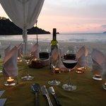 ビーチでのロマンティックディナー
