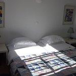Ma chambre single en façade, claire et impeccable.