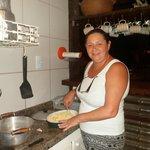 eu na cozinha comunitaria fazendo  salada de batata pro churrasco