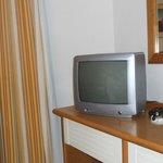 tv des années 80 aucune chaine française!!