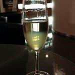Begrüßungscocktail an der Hotelbar