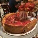 Pizza de bacon e muuuito queijo